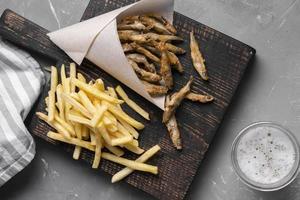 platt låg läckra fish chips koncept foto