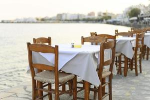 kafébord på havet Medelhavet vallen foto