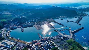 taiwan 2018- Flygfoto över nordöstra kusten i taiwan i keelung city foto