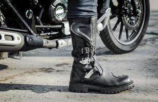 biker boot med en motorcykel foto
