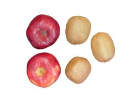 äpplen och kiwier som isoleras på en vit bakgrund foto