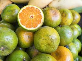 apelsiner på en thailand-marknad foto