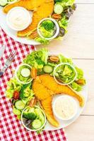 grillad laxköttbiff med färsk grönsak