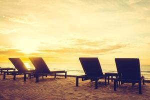 solstolar på stranden