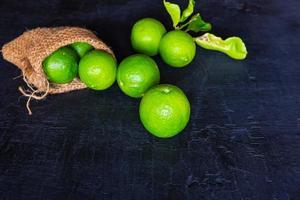 limefrukter med en påse foto