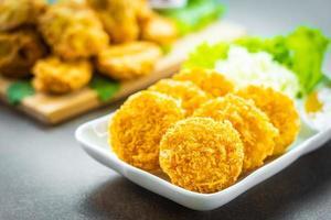 friterad räktårta eller boll med grönsaker