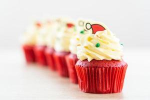 söt efterrätt med muffinsröd sammet