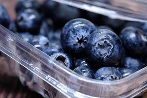 nytvättade blåbär foto