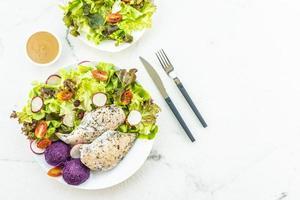 grillad kycklingbröstköttbiff med färsk grönsak