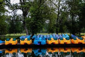 kanoter och paddla båtar foto