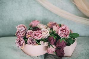 rosa och lila blommor foto