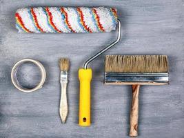 uppsättning verktyg för att måla och reparera väggar foto