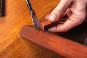reparation och restaurering av trämöbler foto