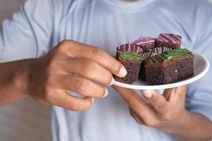 brownies på tallriken foto