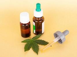 thc och cbd extraherar medicinsk cannabisolja, växtbaserad elixir foto