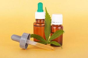 extrahera medicinsk cannabisolja, växtbaserad elixir och naturläkemedel mot stress och sjukdom foto