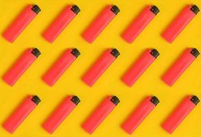 upprepande ligthers i rader. kreativt koncept textur mönsterbild. foto