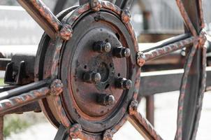 närbild av ett metallhjul foto