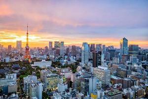 stadsbilden i tokyo vid solnedgången
