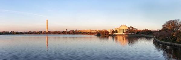Jefferson Memorial och Washington Monument på kvällen, Washington DC, USA foto