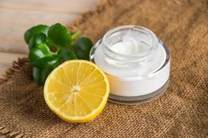 ekologisk kosmetika med citron foto