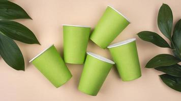 miljövänligt engångsbestick ovanifrån kopia utrymme foto
