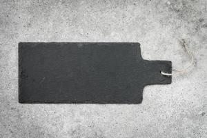skiffer på svart sten bakgrund foto