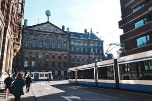 amsterdam, Nederländerna 2015 - amsterdam gata under dagen foto