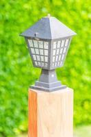 ljuslampa i utomhusträdgården foto
