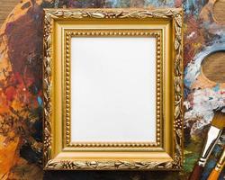 kopiera utrymme duk med gyllene ram och målarfärger foto