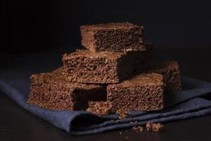 närbild läckra choklad brownies foto