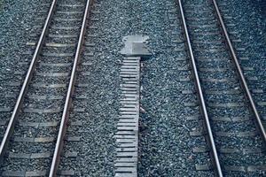 järnvägsspår i stationen, tågläge foto