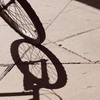 cykelskuggsilhuett, cykel transportsätt foto