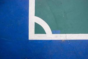 futsal domstol inomhus idrottsarena med märke, vit linje på arenan. foto