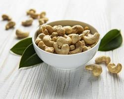 cashewnötter i en skål foto