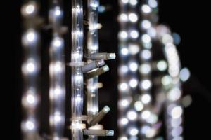 abstrakt bakgrundsmodell små lampor på svart bakgrundsslut upp foto