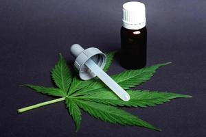 medicinsk marijuana, cannabismedicenextrakt på nära håll. foto