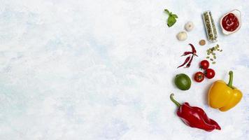 färska färgglada ingredienser för mexikansk mat foto