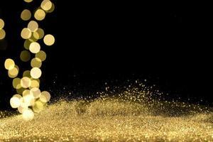 närbild bokeh lampor med gyllene glitter foto