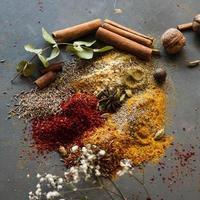 asiatiska blandade kryddor med nötter foto
