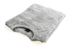 grå tröja isolerad på vit bakgrund foto