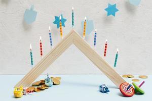 Hanukkah firande med ljus foto