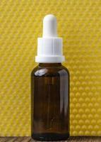 serumflaska och gul bakgrund foto