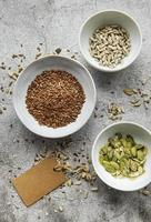 blanda olika frön för en hälsosam sallad foto