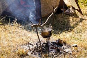 camping utomhus - tält, utrustning och matlagning foto