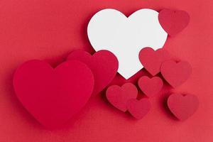 ovanifrån hjärtan arrangemang med kopia utrymme foto