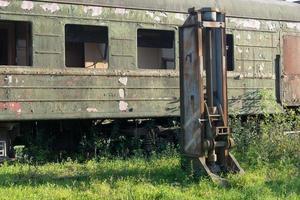 förstörd järnvägsdepå i abchazien. foto
