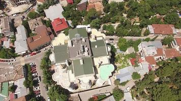 ovanifrån av stadslandskapet med gator och hus. foto