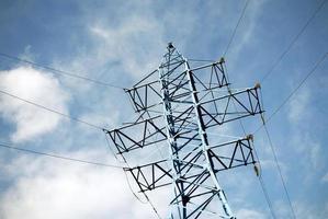 kraftöverföring pylon vy mot himlen foto