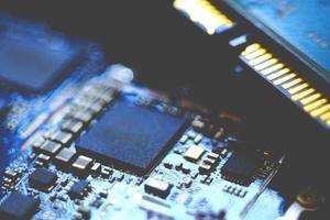 närbild bild av ett kretskort i suddighet. foto